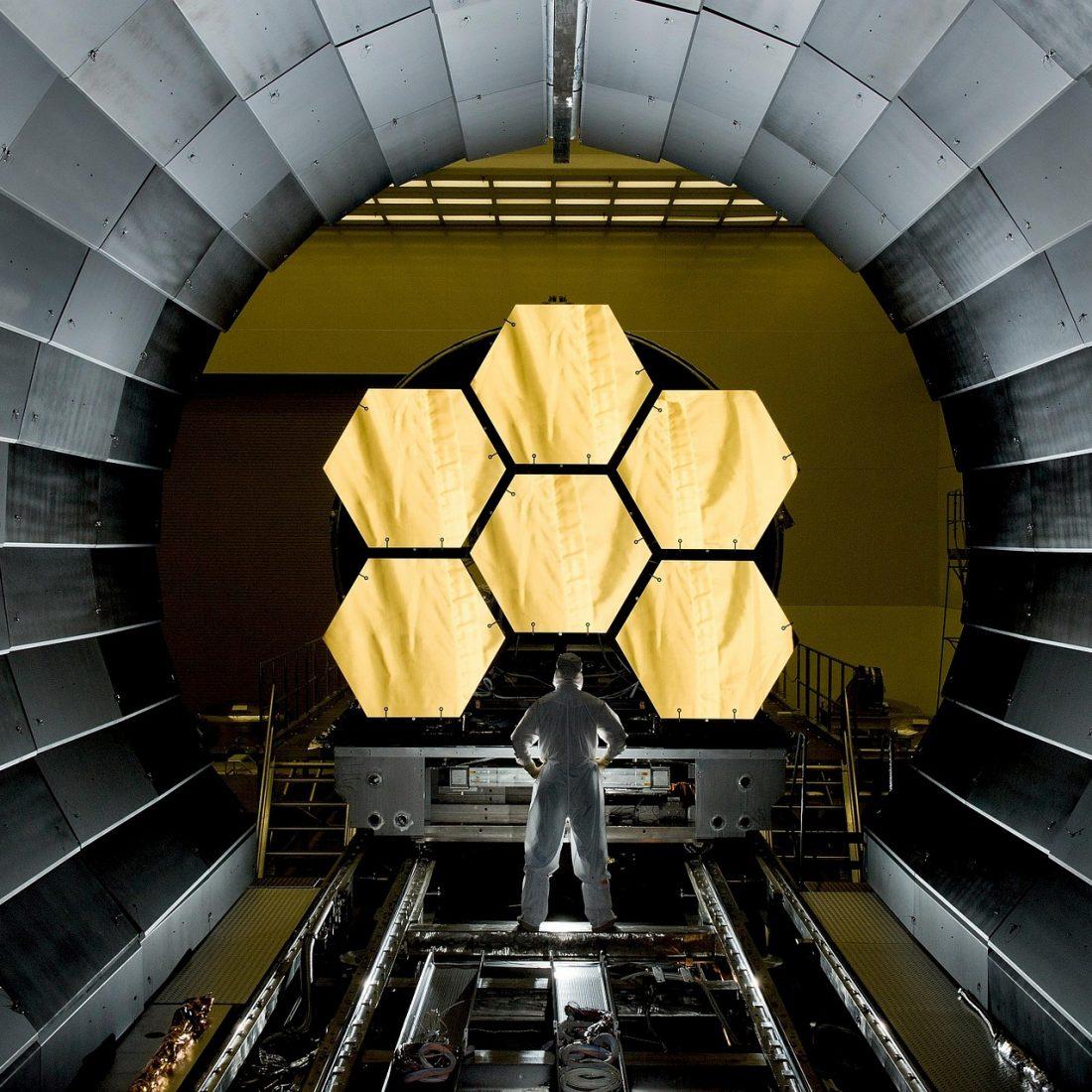space-telescope-532989_1920 (1)